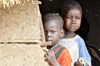 أطفال جنوب السودان يعيشون على زنابق الماء