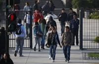 تقرير: أغلب شباب إسبانيا لا يثقون في الكنيسة والبنوك