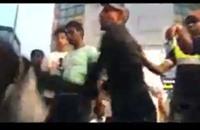 شاب يصفع منقبة ويسقطها أرضا يثير غضب السعوديين (فيديو)