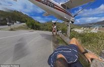 طائرة كادت ترتطم برأس أحد المصورين لينجو بأعجوبة.. شاهد