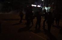 شجاعة المتظاهرين بمصر تخلص مصابا من قبضة الأمن (شاهد)