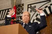 من الشخصية التي يحتفظ الرئيس التونسي بصورتها على مكتبه؟