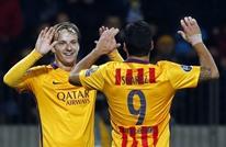 ثنائية سواريز تمنح برشلونة فوزا صعبا على أتليتيكو (فيديو)