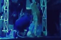 لدغها ثعبان لكنها أكملت فقرتها على المسرح وماتت (فيديو)