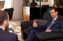 """إعلامي بريطاني شهير يوسع الأسد هجاء إثر حوار """"الفرنسية"""""""