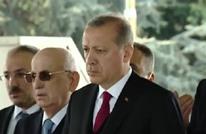أردوغان يزور قبرين صبيحة نجاح الاستفتاء.. لمن هما؟ (فيديو)