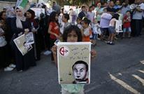 طفل فسطيني يلقي قصيدة عن الأسرى.. بكاء ودموع (شاهد)