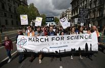 أهل العلوم ينتفضون في وجه ترامب بمظاهرات عارمة (شاهد)