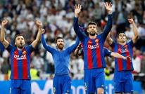 """رونالدينيو يقود برشلونة للفوز في """"كلاسيكو الأساطير"""" (فيديو)"""