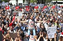 فورين أفيرز: الديمقراطية في تونس تخرج عن مسارها