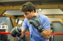 هل يخوض رئيس وزراء كندا مباراة ملاكمة مع ممثل شهير؟