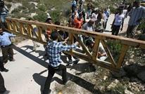 """بوابات الاحتلال الحديدية تحول قرى فلسطينية إلى """"أقفاص"""""""