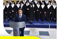 ممثل كوميدي بلا خبرة سياسية في طريق مفتوح لرئاسة أوكرانيا
