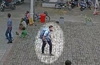 شاهد كيف دخل أحد انتحاريي سريلانكا إلى كنيسة (فيديو)