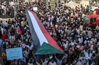سودانيون يهتفون ضد السيسي بمسيرة لسفارة مصر (شاهد)