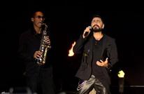 لأول مرة.. تامر حسني يغنّي في الرياض (شاهد)
