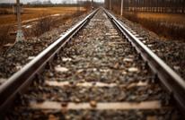 قطار يصدم سيارة إسعاف في بولندا ويقتل طبيبا وممرضا (شاهد)