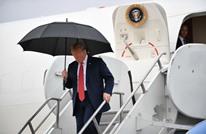 مجددا.. ترامب يفشل في إغلاق المظلة عند صعود الطائرة (شاهد)