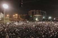 6 قتلى باحتجاجات الخرطوم واعتصام أمام قيادة الجيش (شاهد)