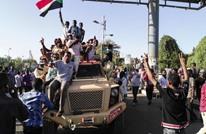 متظاهرو السودان يرفضون بيان بن عوف.. سرقة للثورة (شاهد)