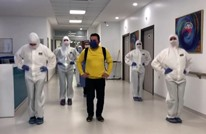 """وداع برقصة """"البطريق"""" لمتعاف من كورونا بمشفى تركي (شاهد)"""