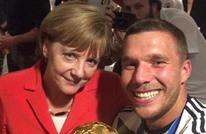 نجم منتخب ألمانيا يدافع عن ميركل في أزمة كورونا