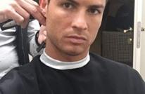 """رونالدو يستعين بـ""""حلاق"""" من عائلته لقص شعره بسبب كورونا(شاهد)"""