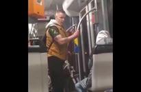 فيديو يوثق اعتداء رجل عنصري بألمانيا على فتى سوري بالقطار