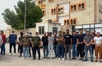 موظفون يغلقون شركة الكهرباء بالبصرة للمطالبة برواتبهم