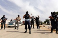 الجيش الليبي يخلي معسكرا في بنغازي عقب إطلاق نار