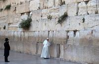 البابا يصف العمليات ضد جنود الاحتلال والمستوطنين باللاسامية