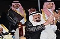 خطأ عفوي للعاهل السعودي يثير جدلا صاخبا (فيديو)