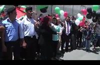 فلسطينيون يطلقون بالونات فوق الجدار الفاصل في بلدة الرام