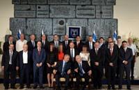 صحف اليهود المتشددين تحذف صور الوزيرات من صورة الحكومة