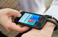 تطور تكنولوجيا الأجهزة قد يمكنك من عناق طفلك بإشارة