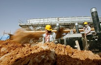 النفط يصعد بعد تعهد السعودية بخفض إمدادات الخام