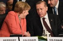 ميركل تهاجم أردوغان وتلوح بتعطيل استفادة الأتراك من شنغن