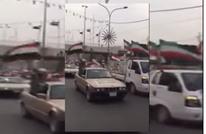 مليشيا شيعية تستعرض رافعة علم إيران وسط بغداد (شاهد)