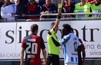 لاعب يطرد نفسه ويغادر الملعب بعد تلقيه بطاقة صفراء.. لماذا؟
