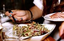 هذه أسوأ أشياء وجدها مرتادو المطاعم في وجباتهم (إنفوغراف)