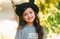 طفلة ظريفة تقلد مشاهير العالم وتحظى بمتابعة ضخمة (شاهد)