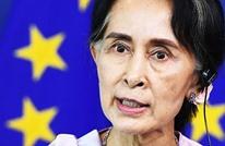 زعيمة ميانمار تدافع عن الحكم بسجن صحفيين من رويترز