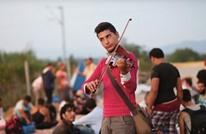 لاجئ سوري بألمانيا يعزف الكمان ويصدر أول ألبوماته (شاهد)