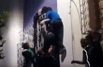 هكذا أنقذ شبان مغاربة سائحة أجنبية من الانتحار (فيديو)