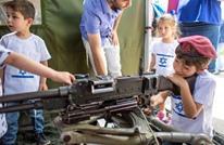هكذا يحرض الاحتلال أطفاله على العنف وحمل السلاح (شاهد)