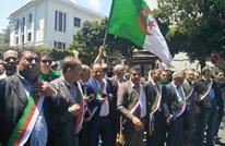 رؤساء المجالس البلدية بالجزائر يتظاهرون ضد الانتخابات (شاهد)