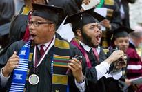 ملياردير أمريكي يفاجئ طلابا بتسديد ديون قروضهم الجامعية