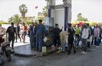 الجيش يوزع الوقود في تونس بعد إضراب سائقي نقل المحروقات