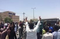 محاولات لفض اعتصامات بمدن سودانية وإضراب بالموانئ