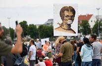 بولتيكو: نظريات المؤامرة والكراهية تنتعش بفضل كورونا